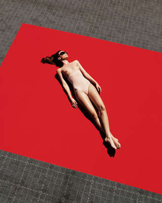 nude photography:  Red Carpet by Zoltán Tombor