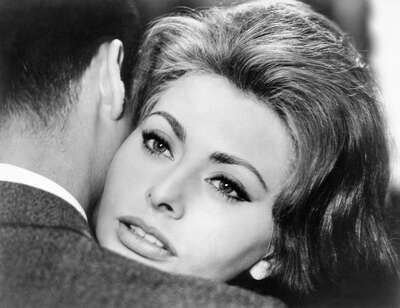 movie still of  Johanna (Sophia Loren) by Vittorio De Sica