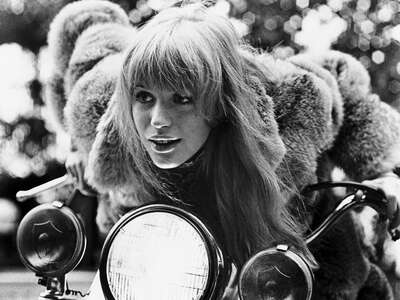 Vintage Photography: Rebecca (Marianne Faithfull) by Jack Cardiff