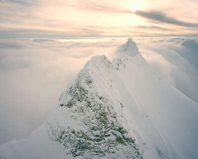 curated mountain artworks: heure d'or by Iouri Podladtchikov