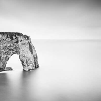 minimalist black and white landscapes: La Manneporte by Wilco Dragt