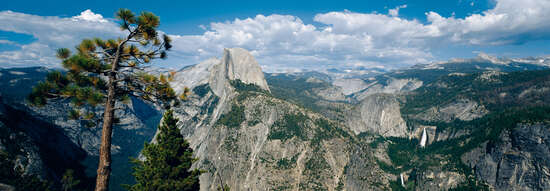 Panoramabild Landschaft: Half Dome, Yosemite National Park, USA von Axel M. Mosler