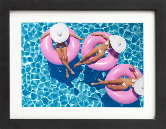Lovely, lounging trio de Art Now Collection