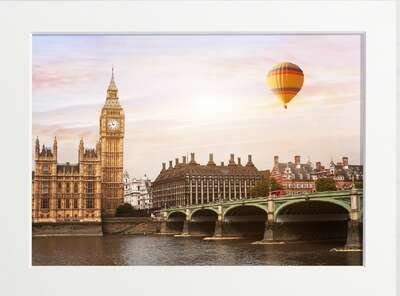 Hot air balloon soaring over London von Art Now Collection