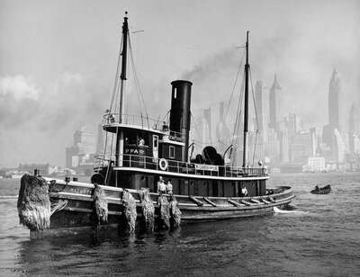 Schwarz Weiß Bilder: Watuppa, from waterfront, Brooklyn, Manhattan von Berenice Abbott