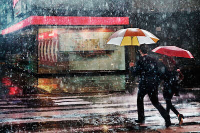 Couple in the rain von Christophe Jacrot