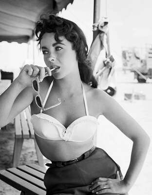 Elizabeth Taylor II by Frank Worth von Classic Collection I
