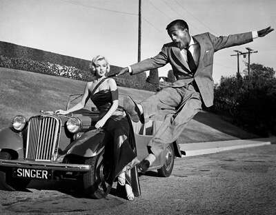 Marylin Monroe and Sammy Davis by Frank Worth von Classic Collection I
