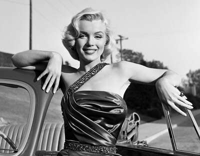 "figurative art:  Marylin on the Set of ""How to Marry a Millionaire"" II by Frank Worth by Classic Collection I"