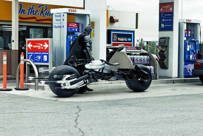 Bat-Pod at the Gas Station de Daniel Picard