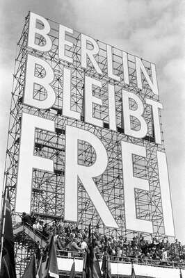 Gifts for Best Friends: Berlin bleibt frei by Erich Lessing