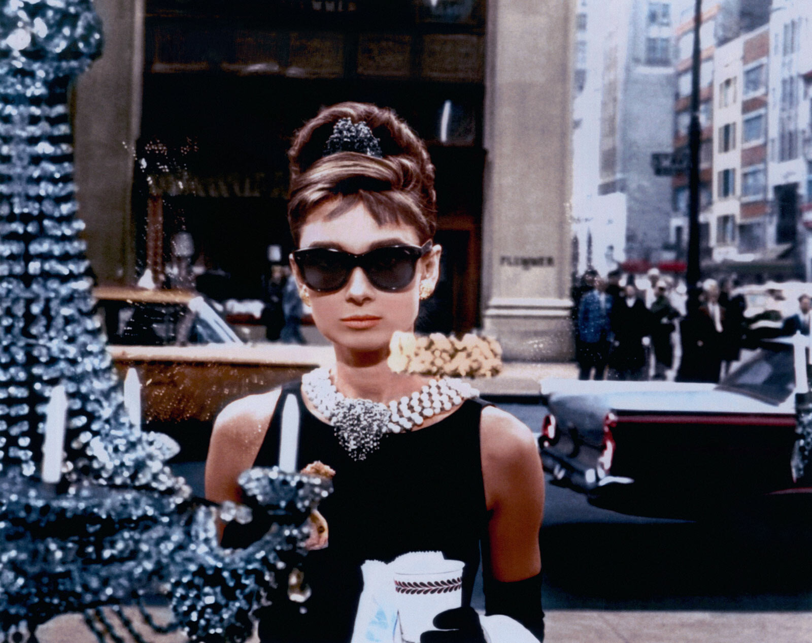 Holly Golightly (Audrey Hepburn) von Blake Edwards | LUMAS