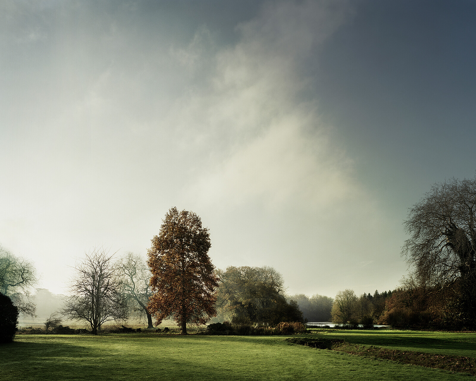 View of the lake in Autumn on St Giles House Park von Justin Barton
