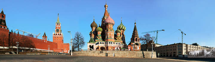 Moscow, St. Basil´s Cathedral by Larry Yust