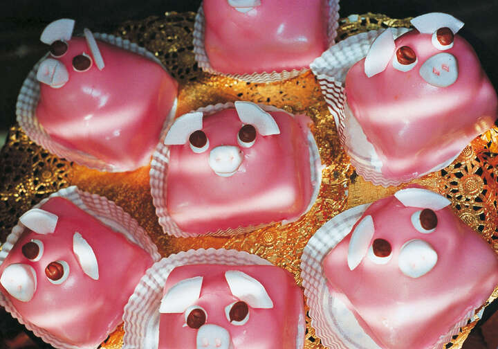 Pink Pig Cakes