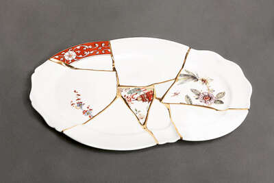 Gifts for Fans of Retro Looks: KINTSUGI TRAY by Marcantonio