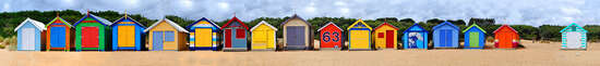 Panorama Strand: Brighton Beach Huts III von Michael Warrilow