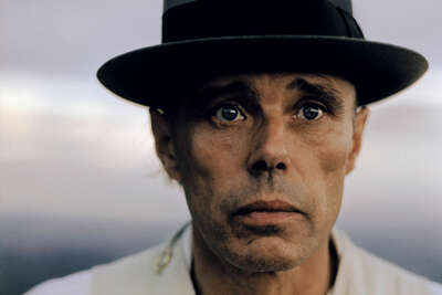 Celebrity Art:  Joseph Beuys, Schottland 1974 by Robert Lebeck
