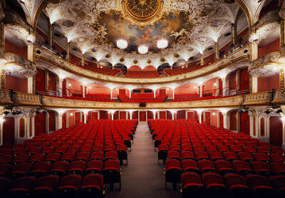 Curated red artworks: Volkstheater Wien by Rafael Neff