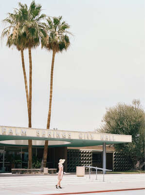 Wandbild Wohnzimmer: PALM SPRINGS CITY HALL (Albert Frey) von Stephanie Kloss