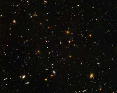 Weltraum Bilder: Galaxies galore (NASA/JPL - Caltech) von Hubble Telescope
