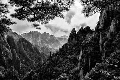 The Planet of Huangshan von Tatiana Gorilovsky