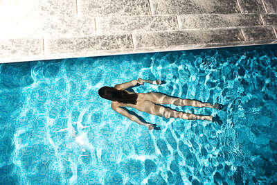 Curated blue artworks: Pool by Alexander Straulino | Trunk Archive