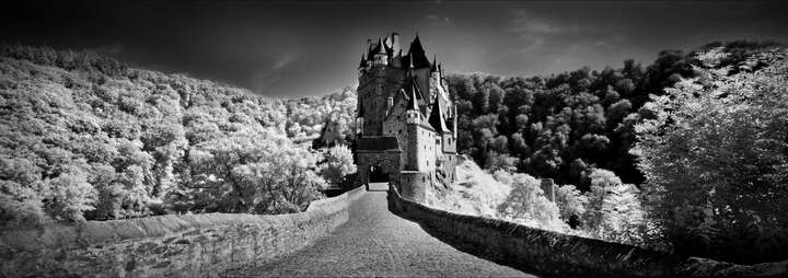 Burg Eltz by Wolfgang Mothes
